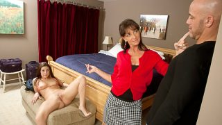 Hot Gracie Glam gets pleasure in bedroom with stepmom